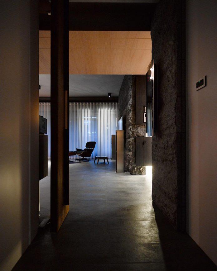 steel-structures-l-shape-sliding-glass-doors-modern-features-define-taipei-city-apartment-26