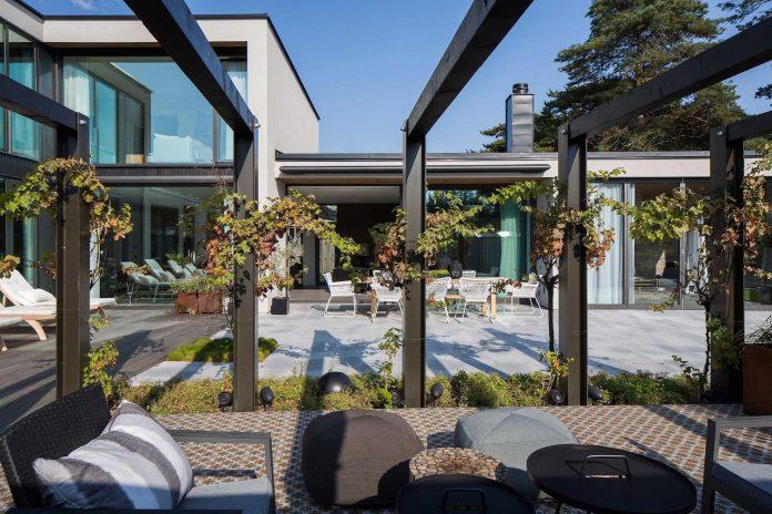 stylish-design-generously-sized-residence-located-near-kampinge-01