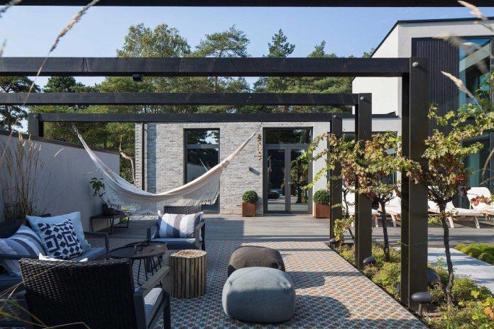 stylish-design-generously-sized-residence-located-near-kampinge-02