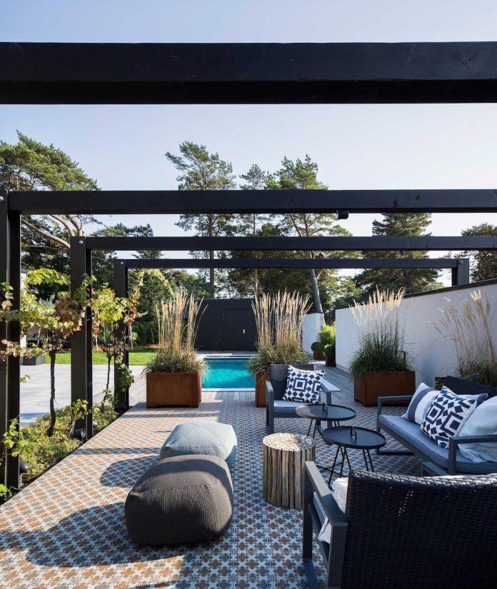 stylish-design-generously-sized-residence-located-near-kampinge-03