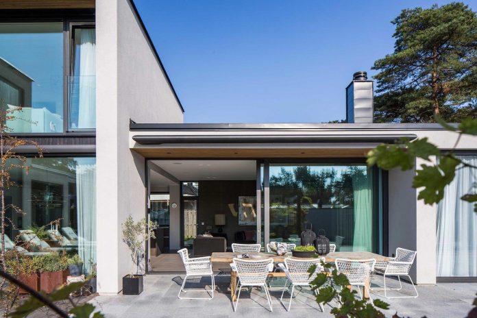 stylish-design-generously-sized-residence-located-near-kampinge-05