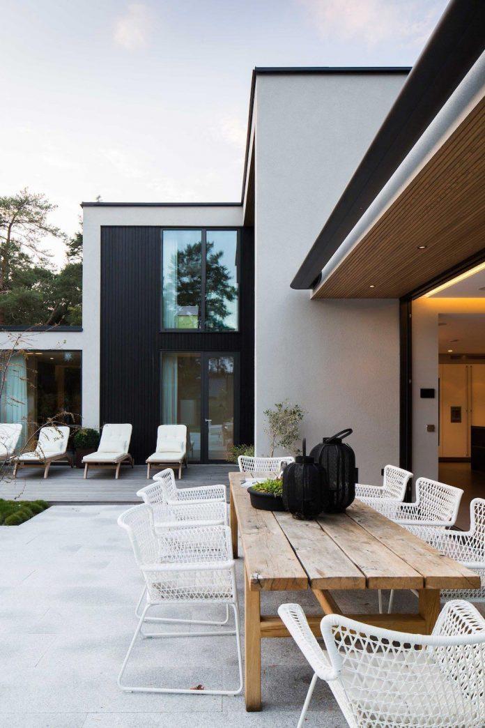 stylish-design-generously-sized-residence-located-near-kampinge-12