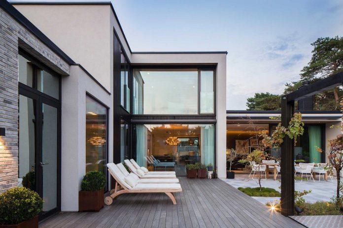 stylish-design-generously-sized-residence-located-near-kampinge-13