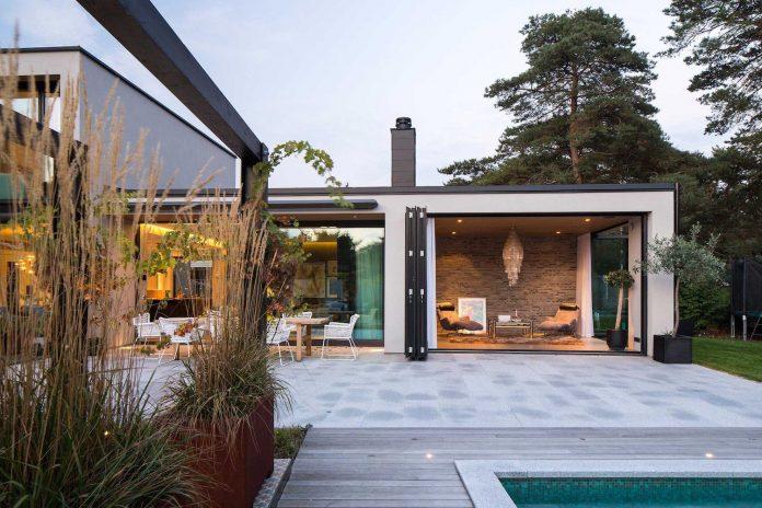 stylish-design-generously-sized-residence-located-near-kampinge-14