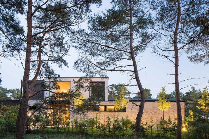 stylish-design-generously-sized-residence-located-near-kampinge-15