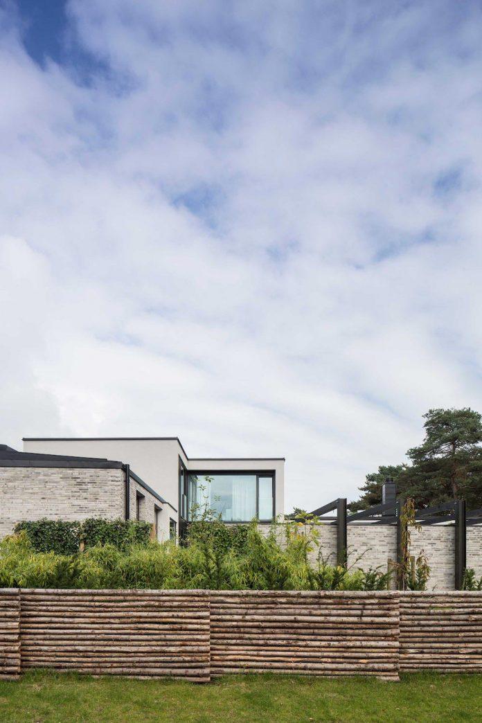 stylish-design-generously-sized-residence-located-near-kampinge-16