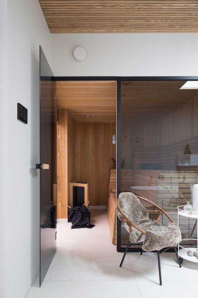stylish-design-generously-sized-residence-located-near-kampinge-20
