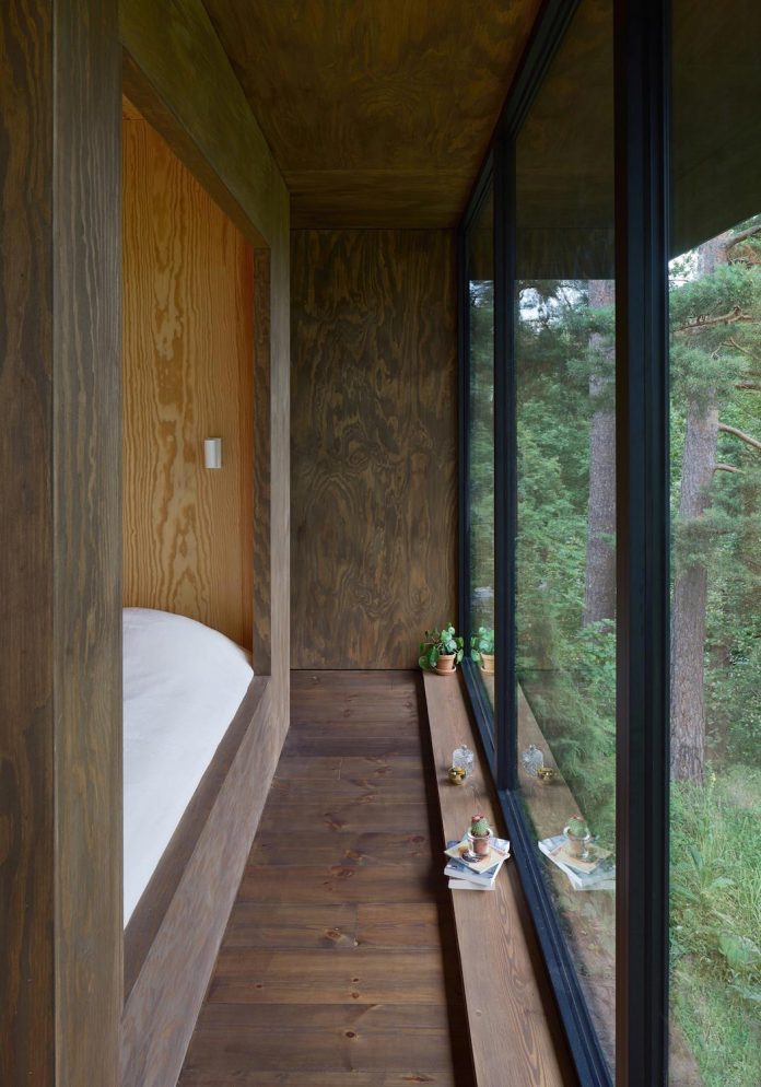summerhouse-t-small-house-situated-lake-stockholm-archipelago-02