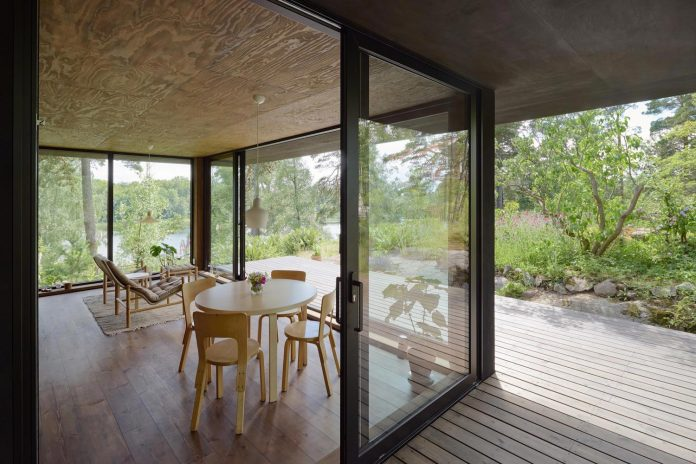 summerhouse-t-small-house-situated-lake-stockholm-archipelago-04
