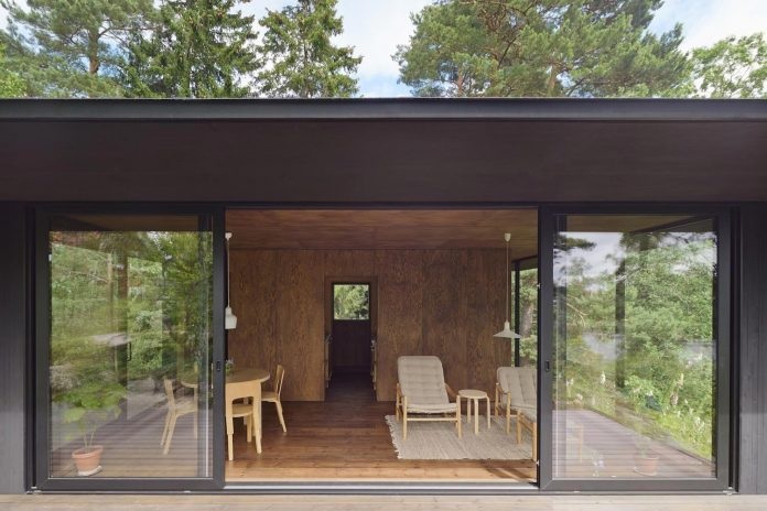 summerhouse-t-small-house-situated-lake-stockholm-archipelago-10