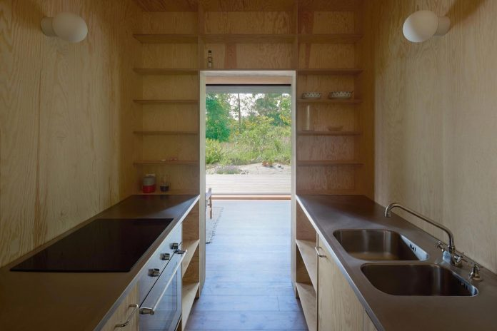 summerhouse-t-small-house-situated-lake-stockholm-archipelago-12