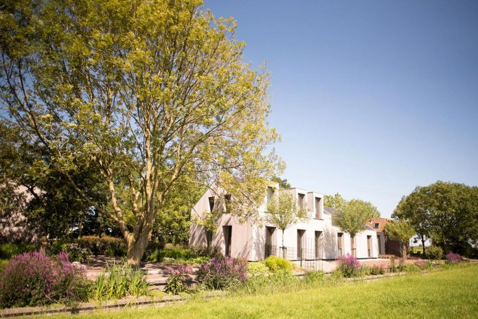 sustainable-luxurious-barnhouse-villa-hindeloopen-located-hindeloopen-netherlands-01