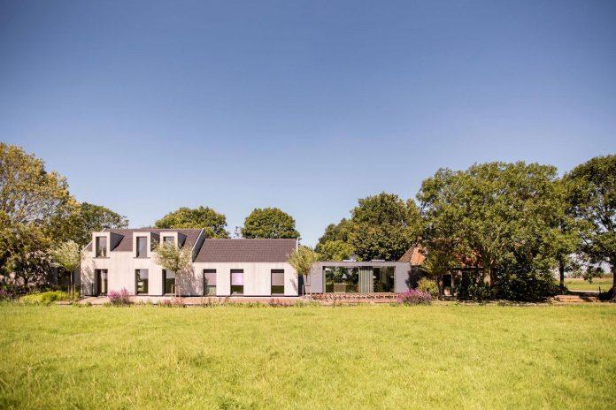 sustainable-luxurious-barnhouse-villa-hindeloopen-located-hindeloopen-netherlands-02