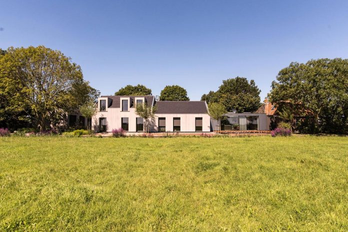 sustainable-luxurious-barnhouse-villa-hindeloopen-located-hindeloopen-netherlands-03