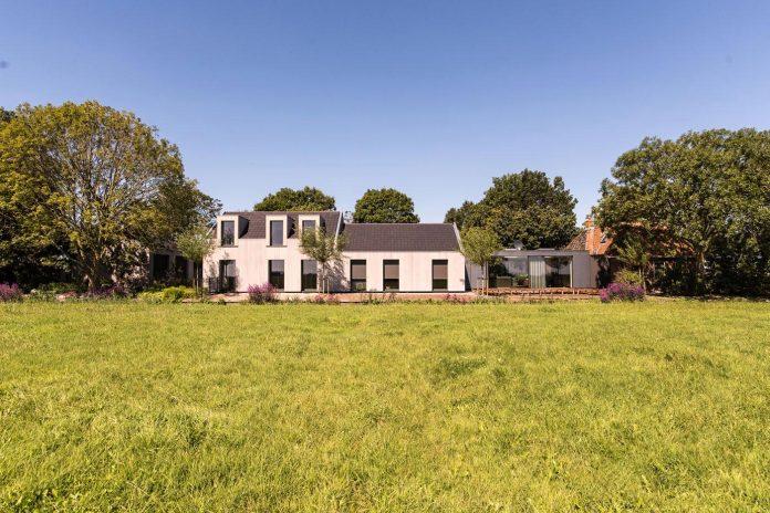 sustainable-luxurious-barnhouse-villa-hindeloopen-located-hindeloopen-netherlands-03
