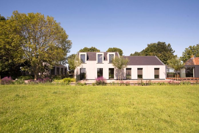 sustainable-luxurious-barnhouse-villa-hindeloopen-located-hindeloopen-netherlands-04