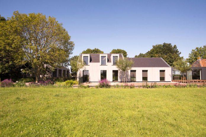 sustainable-luxurious-barnhouse-villa-hindeloopen-located-hindeloopen-netherlands-04