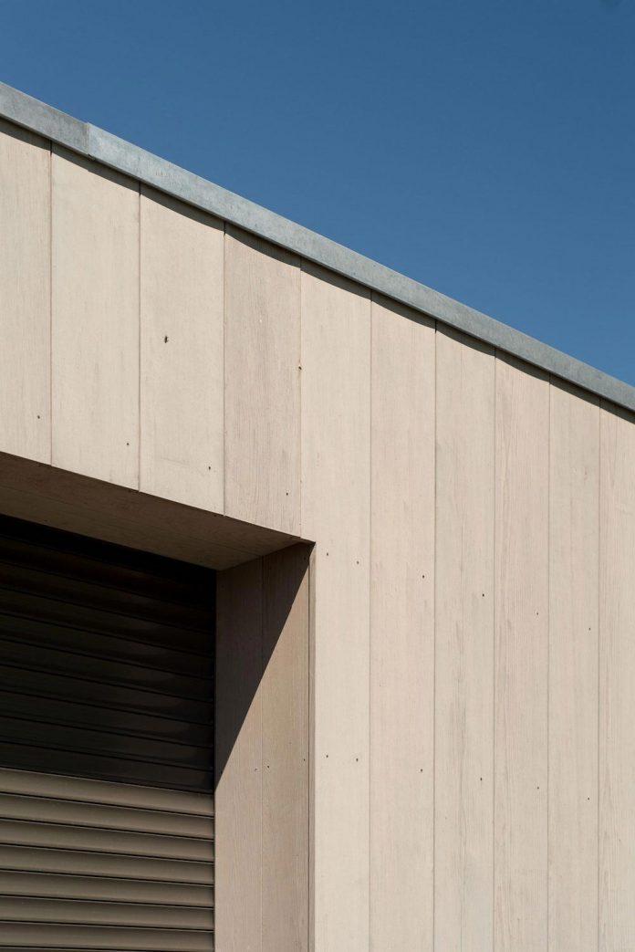 sustainable-luxurious-barnhouse-villa-hindeloopen-located-hindeloopen-netherlands-08