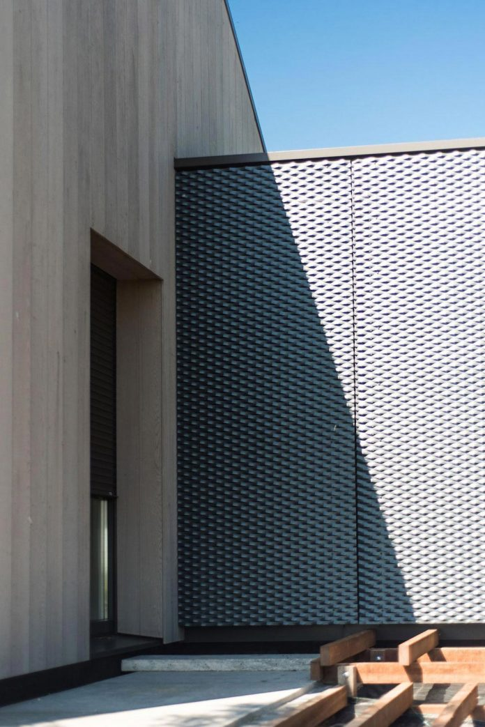 sustainable-luxurious-barnhouse-villa-hindeloopen-located-hindeloopen-netherlands-09