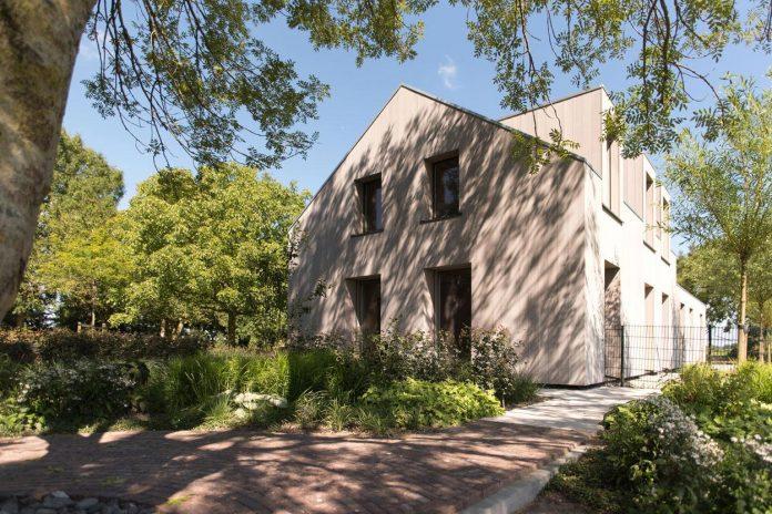 sustainable-luxurious-barnhouse-villa-hindeloopen-located-hindeloopen-netherlands-13