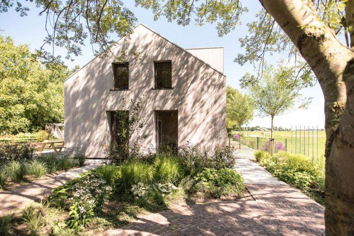 sustainable-luxurious-barnhouse-villa-hindeloopen-located-hindeloopen-netherlands-14