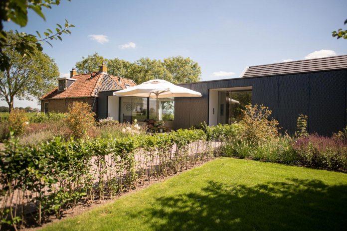 sustainable-luxurious-barnhouse-villa-hindeloopen-located-hindeloopen-netherlands-15