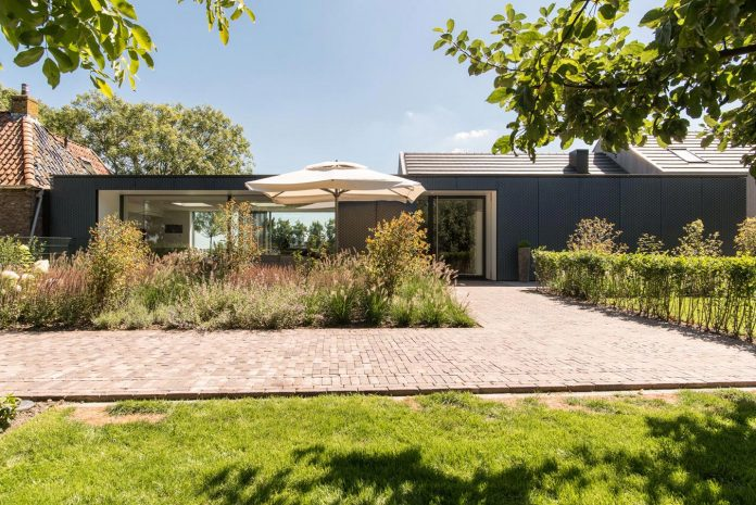 sustainable-luxurious-barnhouse-villa-hindeloopen-located-hindeloopen-netherlands-16