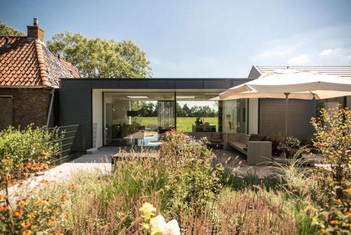 sustainable-luxurious-barnhouse-villa-hindeloopen-located-hindeloopen-netherlands-17