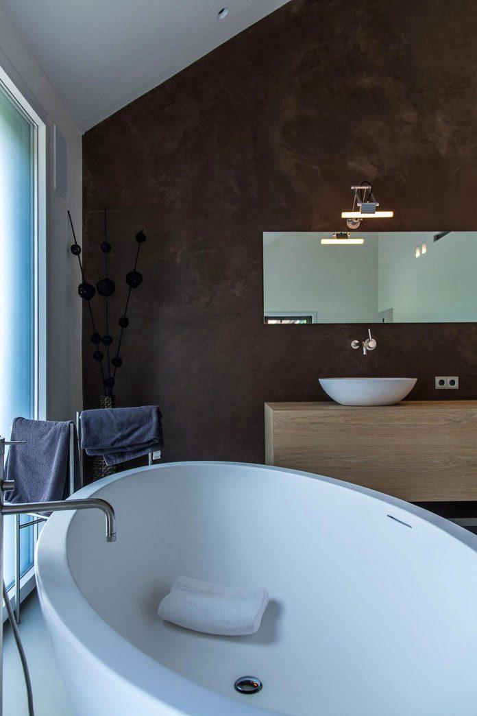 sustainable-luxurious-barnhouse-villa-hindeloopen-located-hindeloopen-netherlands-25