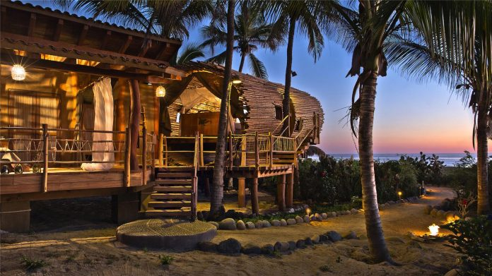 treehouse-suite-beachfront-bi-level-elliptical-shaped-bamboo-wrapped-treehouse-03