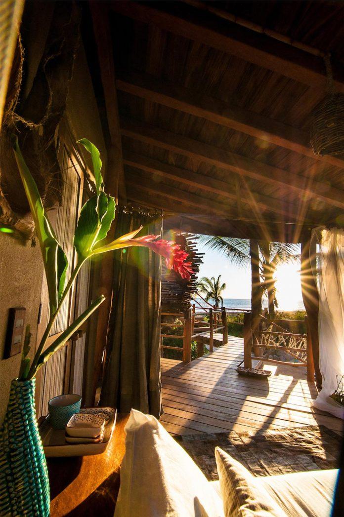 treehouse-suite-beachfront-bi-level-elliptical-shaped-bamboo-wrapped-treehouse-08
