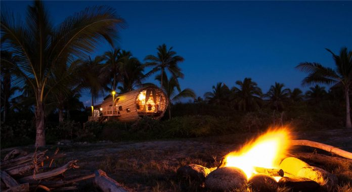 treehouse-suite-beachfront-bi-level-elliptical-shaped-bamboo-wrapped-treehouse-14