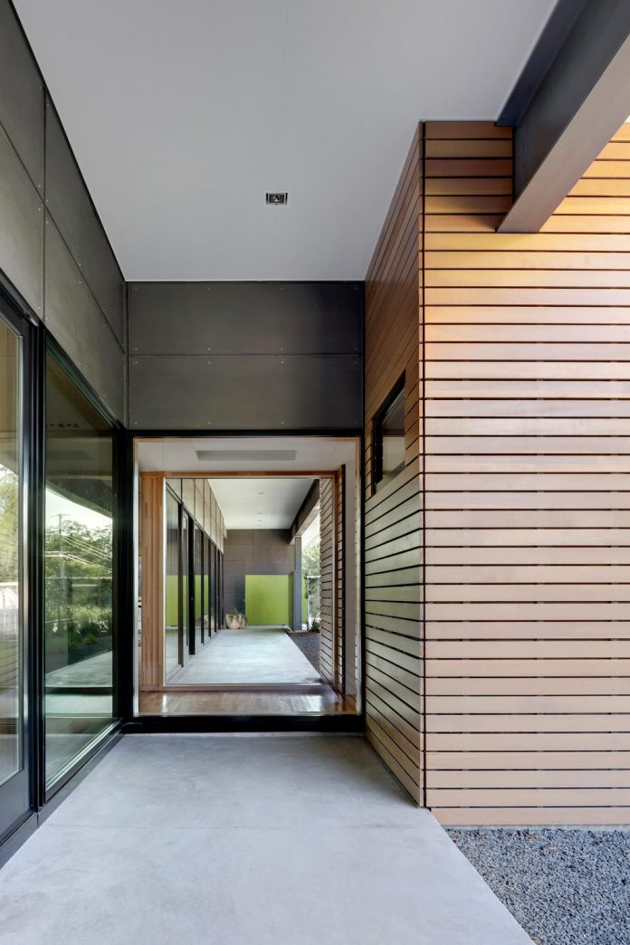 two-courtyards-open-sky-living-areas-open-private-garden-filled-sunlight-12