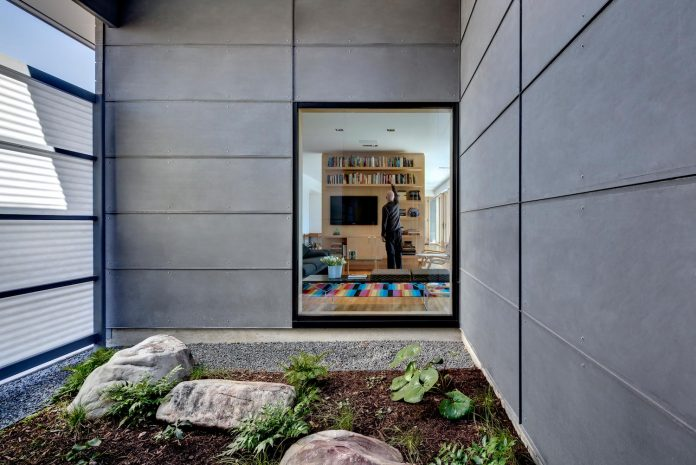 two-courtyards-open-sky-living-areas-open-private-garden-filled-sunlight-13