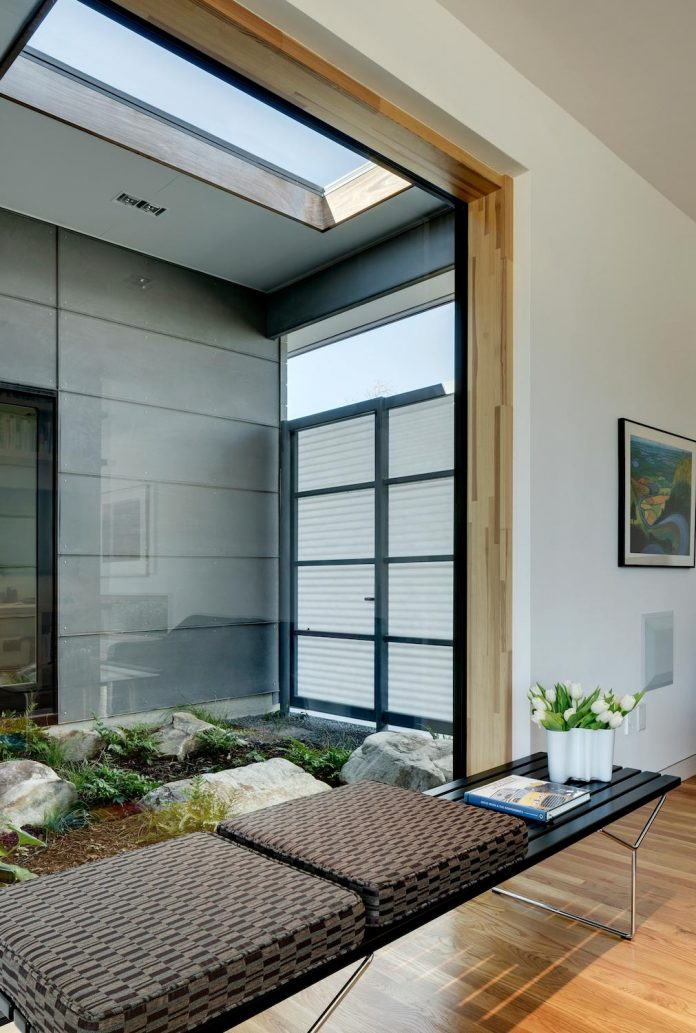 two-courtyards-open-sky-living-areas-open-private-garden-filled-sunlight-14