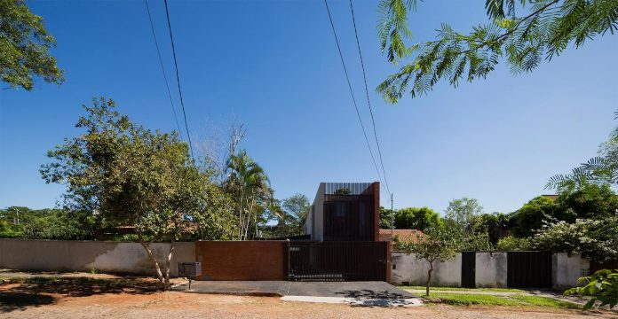 two-houses-several-generations-lambare-paraguay-02