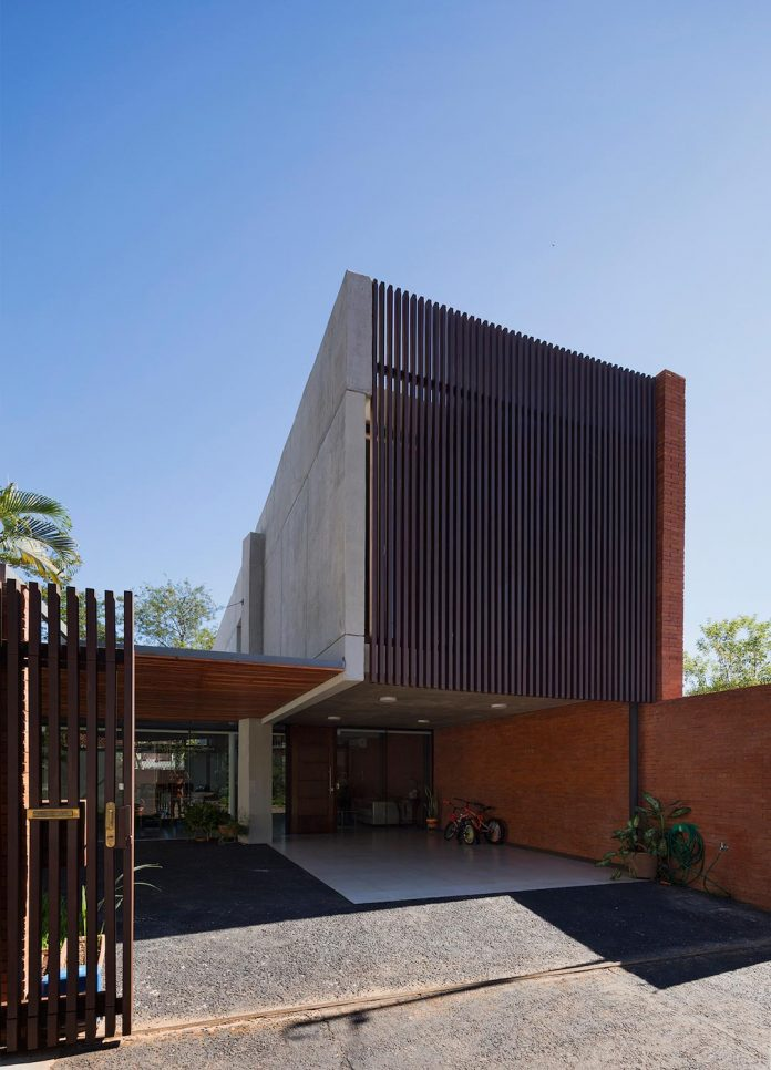 two-houses-several-generations-lambare-paraguay-04