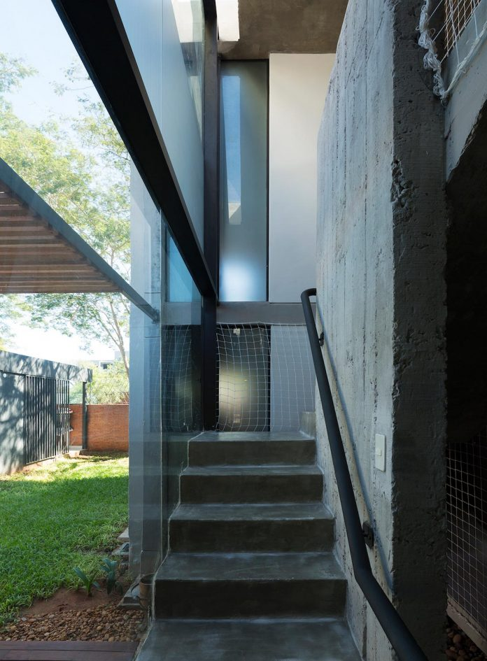 two-houses-several-generations-lambare-paraguay-13