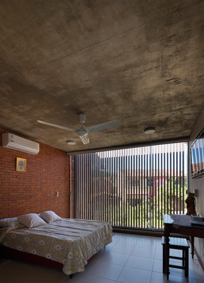 two-houses-several-generations-lambare-paraguay-18