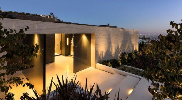 ultramodern-marcheeta-located-tight-lot-hills-sunset-plaza-01