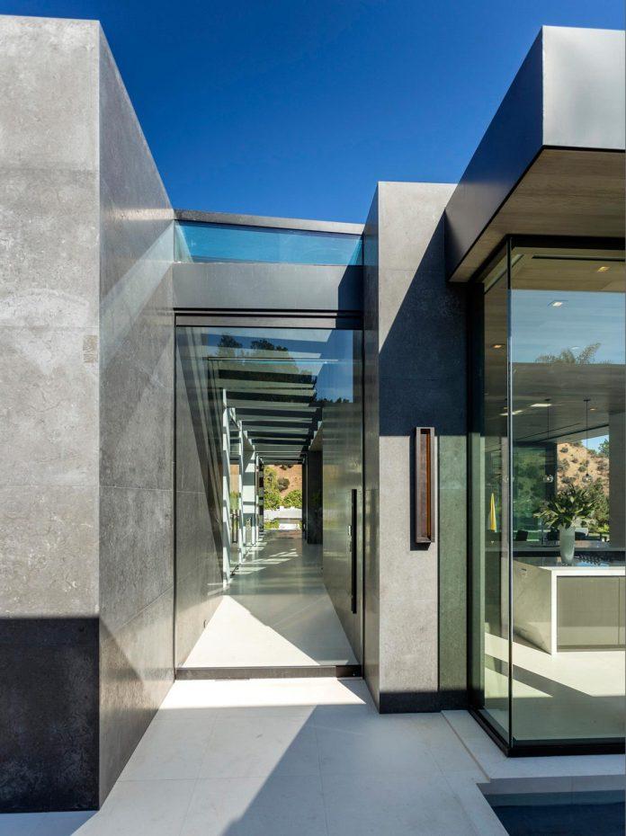 ultramodern-marcheeta-located-tight-lot-hills-sunset-plaza-04