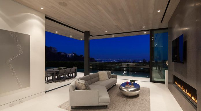 ultramodern-marcheeta-located-tight-lot-hills-sunset-plaza-09