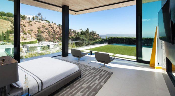 ultramodern-marcheeta-located-tight-lot-hills-sunset-plaza-15