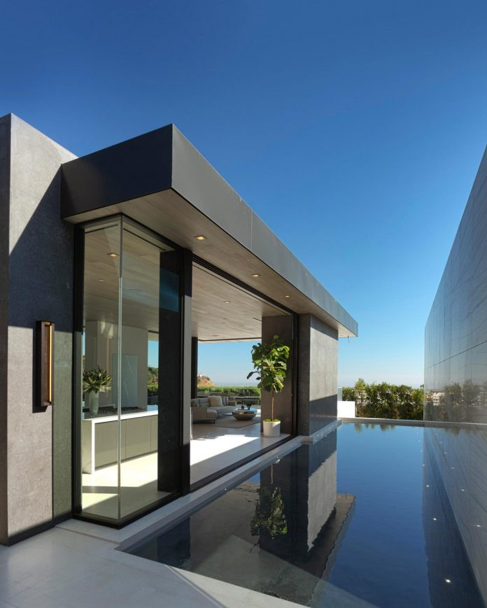 ultramodern-marcheeta-located-tight-lot-hills-sunset-plaza-30