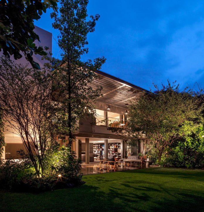 unfold-intimate-landscape-harmonious-architectural-spaces-surrounded-lush-vegetation-12