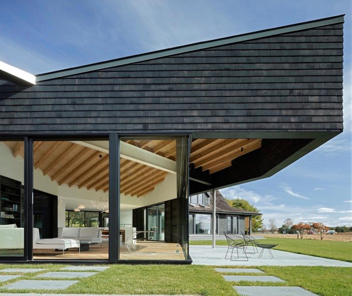 watermill-house-expansion-traditional-shingled-cottage-home-marrying-new-contemporary-addition-02