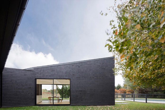 watermill-house-expansion-traditional-shingled-cottage-home-marrying-new-contemporary-addition-08