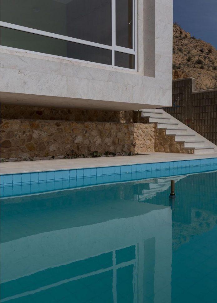 weekend-villa-located-hillside-sadra-city-06