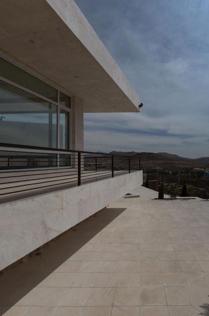 weekend-villa-located-hillside-sadra-city-07