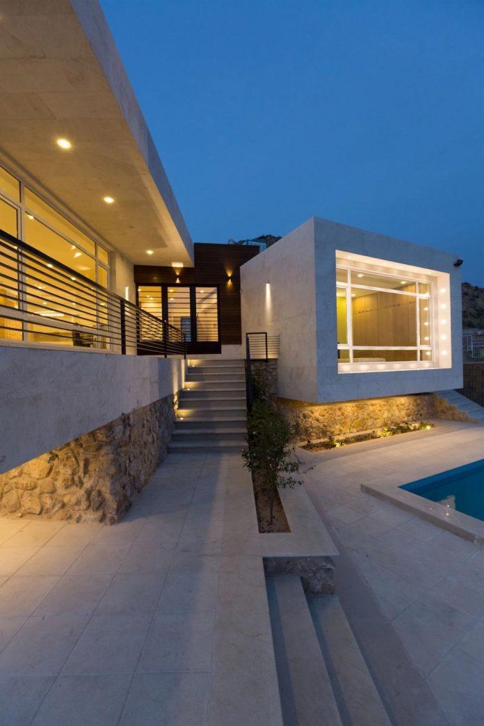 weekend-villa-located-hillside-sadra-city-20